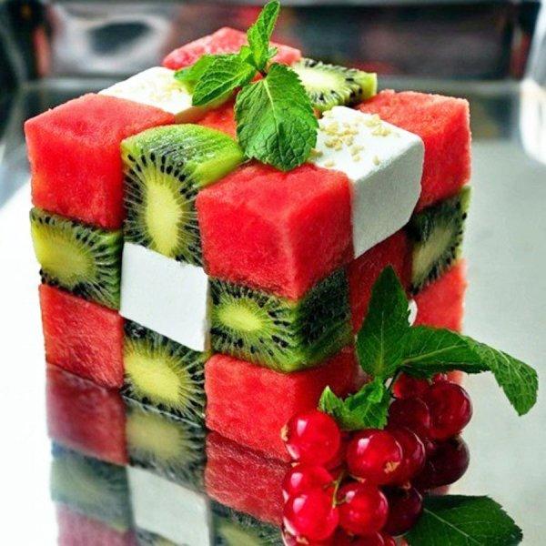 Gyümölcsből készült Rubik-kocka