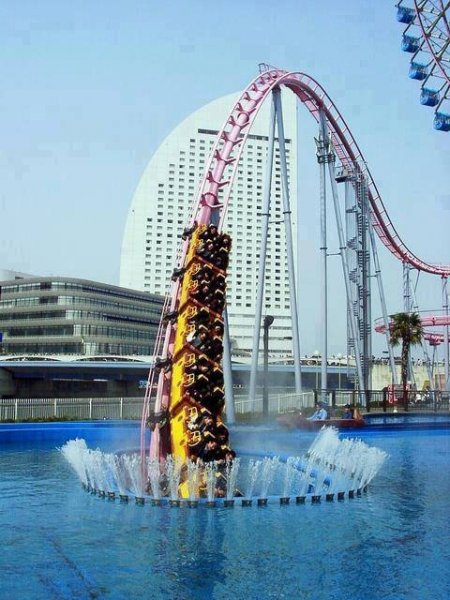 Japan-underwater-Roller-Coaster-in-Yokohama