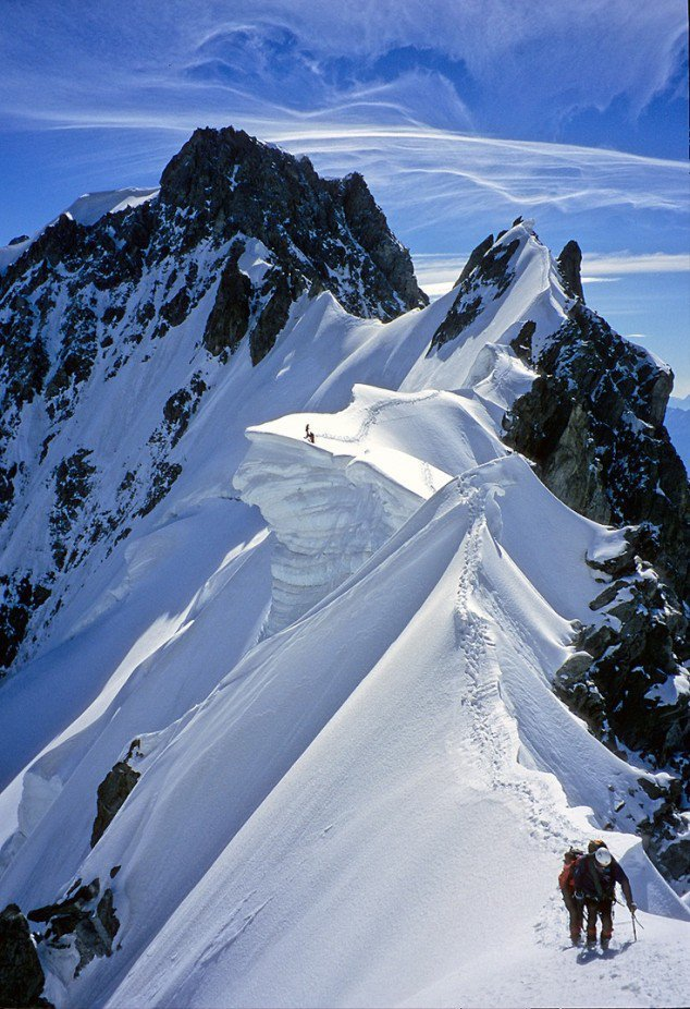 Valahol a havas hegyekben